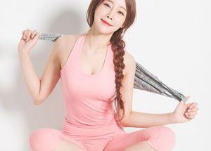 '핑크색 쫄쫄이...' 女가수, 굴욕없는 몸매