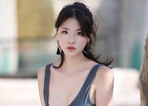 [밀착취재] '女모델, 워터파크 비키니 자태'