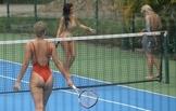 톱 모델의 몸매 자랑? '비키니 입고 테니스를'