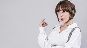 <strong>女 모델, '난감한 앞트임 스커트' </strong>