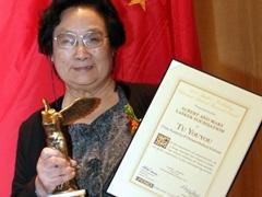 마오쩌둥 지시로 개똥쑥서 특효약…중국 80대 여성 노벨상