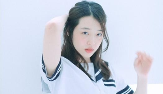 설리, 소녀 감성 돋보이는 몽환 화보 공개