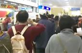 제주공항, 강풍·난기류로 또 노숙 사태…주말 많은 비