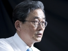 """""""성과 없어 켕기는 사람,유승민 내세워 자기 방어"""""""