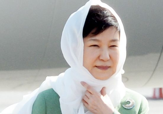 히잡 쓴 박 대통령첫 번째 이란 국빈방문