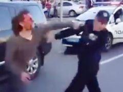 무장강도 위협한 11살, 콧방귀 뀌자 총기 꺼내···