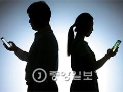 """현충원서 """"의~리"""" 외친 배우 김보성···비오듯 땀 뻘뻘"""
