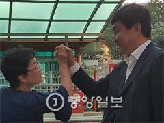"""윤갑근 첫 출근 """"인연 갖고 수사 논하기 부적절"""""""