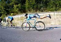 자전거를 타고 하늘을 날자···사이클 '수퍼맨' 등장