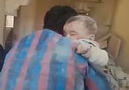 시리아 공습의 잔해 속에서… 기적적으로 구조된 아기