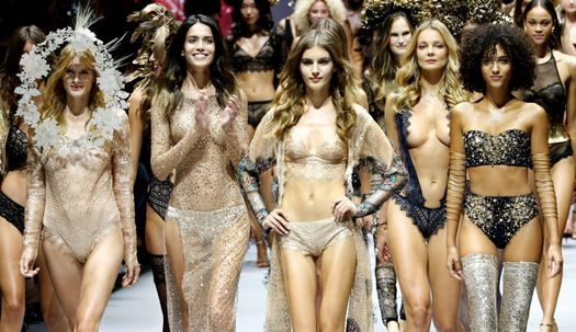 이것이 란제리다! 파리 파격 패션쇼