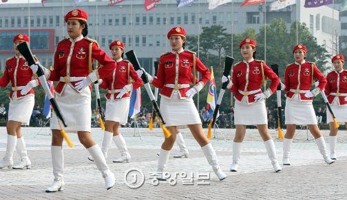 국군 의장대의 화려한 군무…
