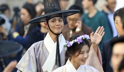 박보검 보기위해 모여든 구름관중