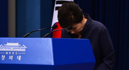 """[속보] 박 대통령의 90초 사과 """"최순실에게 의견 들은 적 있다"""""""