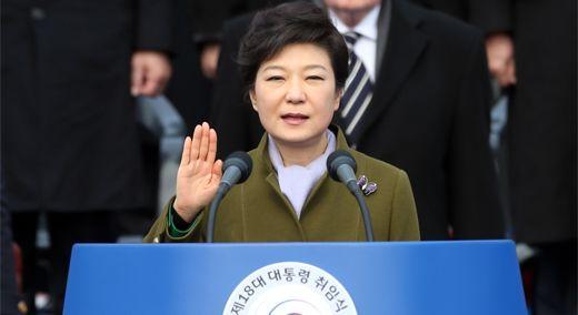 박 대통령 지지율 67%서 5%로··· 불통·비선 논란 속 탄핵 위기까지