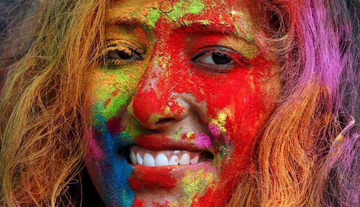 물감 범벅 함박웃음…인도 색 축제 '홀리'