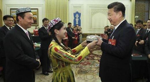 '꽃을 든 남자' 시진핑 한국도 그 향에 속은 셈