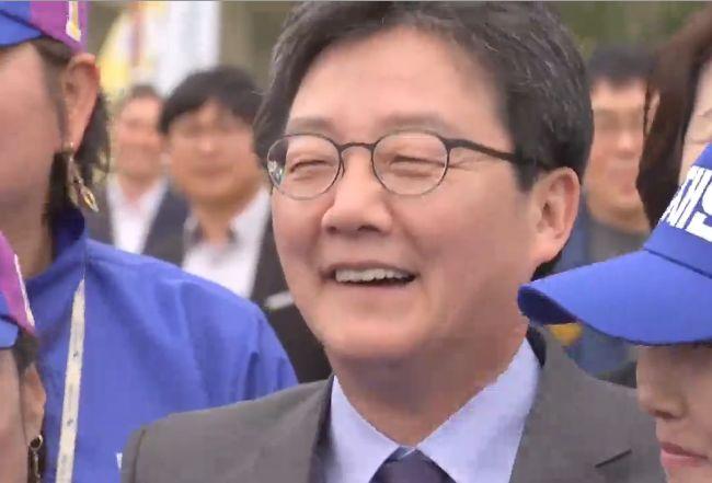 문재인-유승민 '뜻밖의 대연정'?경쟁은 치열해도 '서로 격려'