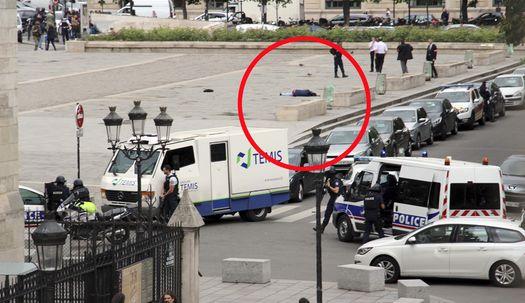 파리 노트르담 대성당 앞 괴한의 '망치테러'