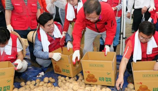 감자 밭에서 나온 자유한국당 대표