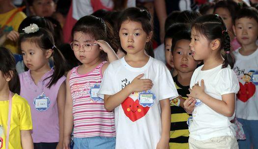 어린이들의 국기에 대한 경례