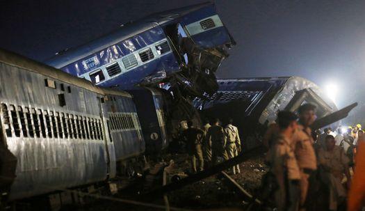 인도 열차 탈선,25명 사망…참혹한 사고현장