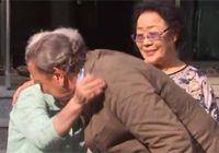 위안부 피해 할머니 가슴으로 껴안은 슈뢰더 독일 전 총리
