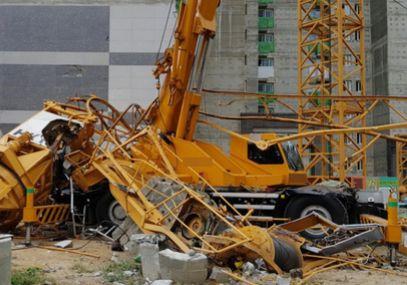 의정부서 철거중 타워크레인 넘어져…인부 3명 사망, 2명 부상