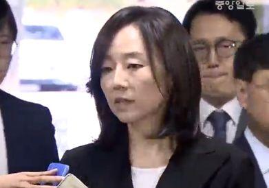 """항소심 출석한 조윤선 전 장관…  """"성실히 임하겠다"""""""
