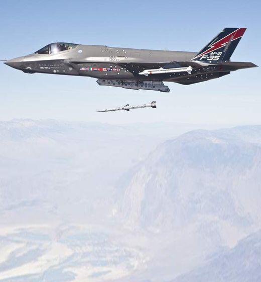 미군 5세대 스텔스 F-35A 일본에 12대 긴급배치 왜