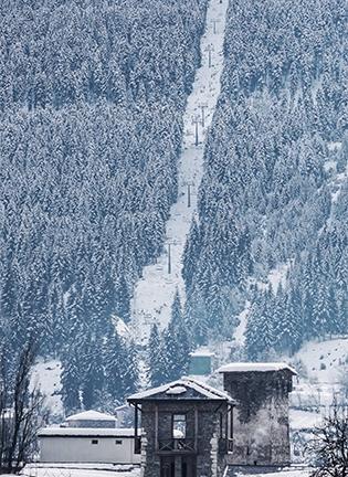 중세 마을에서 겨울 레포츠 즐기기
