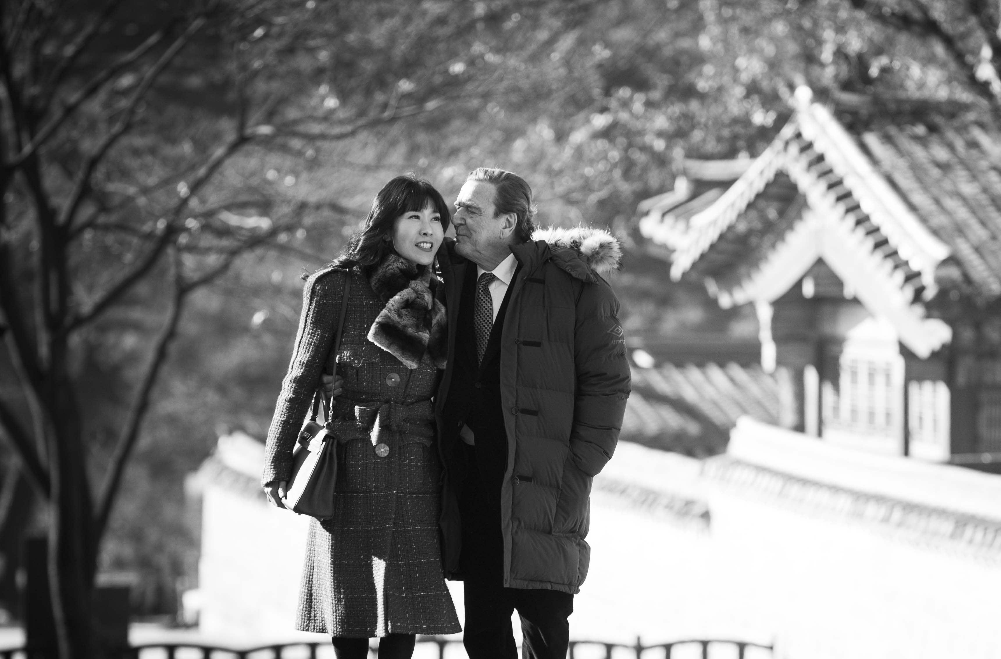 슈뢰더와 한국여자 김소연, 연인이 되다