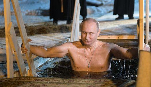 푸틴, 상의 탈의한 채 얼음물에 풍덩, 이유는?
