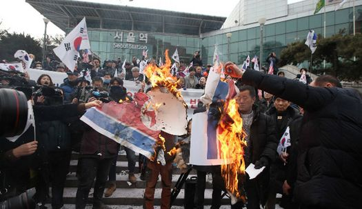 현송월 도착한 서울역에서 인공기 화형식