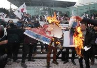 현송월 일행 서울역 도착 당시 보수단체 시위 열려
