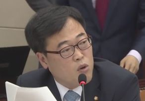 """""""기업돈으로 출장, 정당합니까"""" 4년 전 김기식 발언이었다"""