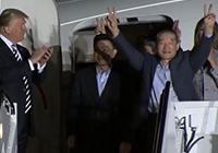 '북한 억류 미국인 3명' 미국 도착…트럼프 마중