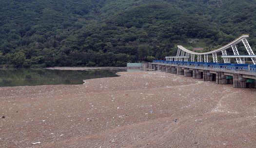 700톤 쓰레기가 팔당댐에 쌓인 이유는?