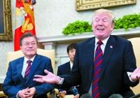 문 대통령 36분간 앉혀놓고…트럼프 '외교결례' 원맨쇼