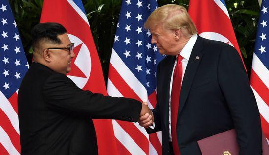 김정은 트럼프, 회담 중 악수 몇 번 했을까?
