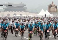 2018 자전거대행진 신나게 페달 밟는 이색 참가자들