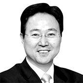 [사설] 안팎에서 밀려드는 불안한 경제 먹구름이 보이지 않는가