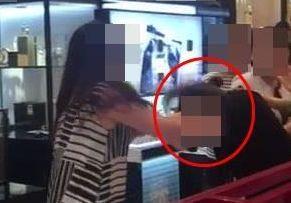 """""""피부 트러블 생겼잖아!""""…40대 여성 백화점서 폭언·행패"""
