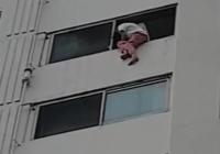 12층서 추락한 30대 여성, 소방 에어매트 덕에 생존