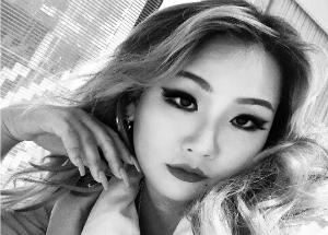 """""""여전한 섹시美""""... 씨엘, 카리스마 넘치는 셀카 공개"""
