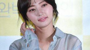 <strong>송하윤, 다 비치는 '시스루 셔츠'</strong>