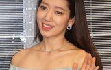 박신혜, 홍콩에서 더 과감한 의상