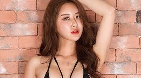 <strong>레이싱모델 이송희, 과감한 수영복 자태</strong>