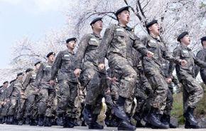 """군인에게 """"발맞춰 걷지 말라"""" 명령 내린 이유…500명 다리 건너다 참사"""