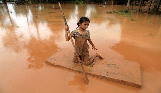 흙탕물 범벅 … 라오스 이재민의 고통